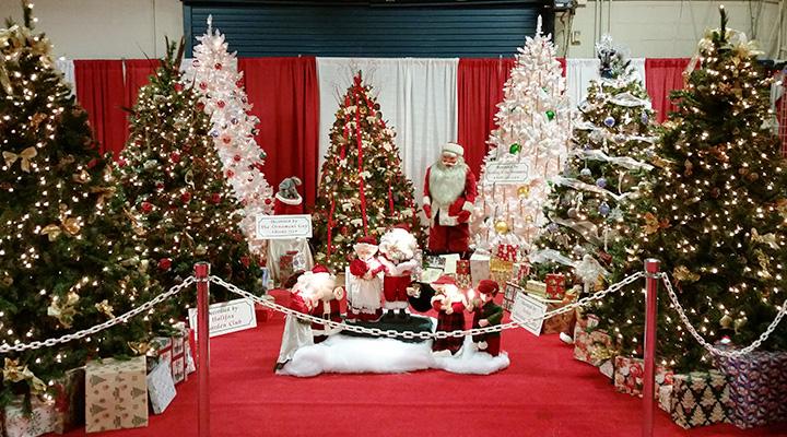 Holiday decorations at Pennsylvania Christmas & Gift Show